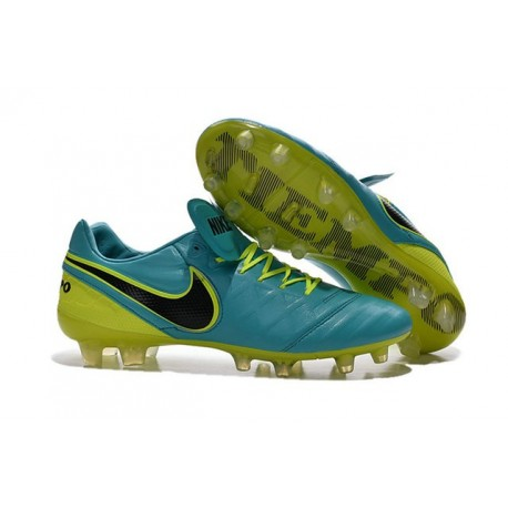 chaussure de foot nike tempo